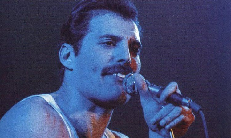 Freddie mercury mouth